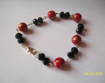 red glass bead bracelet tréfile color gold and Black Pearl