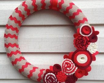 La Saint-Valentin Couronne - Couronne de la Saint-Valentin - couronne rouge - Couronne de ruban Ric Rac - couronne rouge Saint-Valentin - Couronne de fleurs - rouge Ric Rac en feutrine