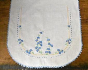 Vintage Hand Embroidered Dresser Scarf - Vintage Dresser Scarf - Vintage Embroidery - Embroidered Table Linen