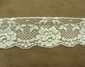 LACE of CALAIS - 5.5 cm-champagne - embroidered on tulle