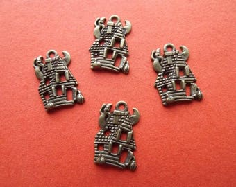 Charms in antique bronze (x 4) haunted houses
