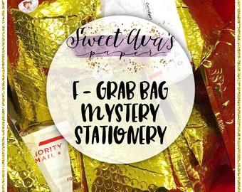 Articles de papeterie Grab Bag - mystère enveloppe Grab Bag - papeterie sac aveugle - sac aveugle - mystère Goodie Bag - enveloppe dorée vente - Destash