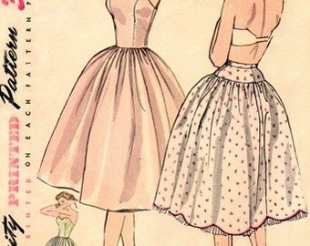 Simplicity 3739 Femme Fatale Petticoat & Slip / ca. 1951 / SZ12 UNCUT