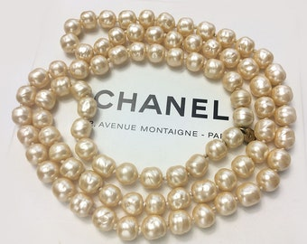Authentic Chanel baroque faux pearl vintage necklace 1981