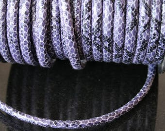 1 meter of imitation leather cord. (ref:1560).