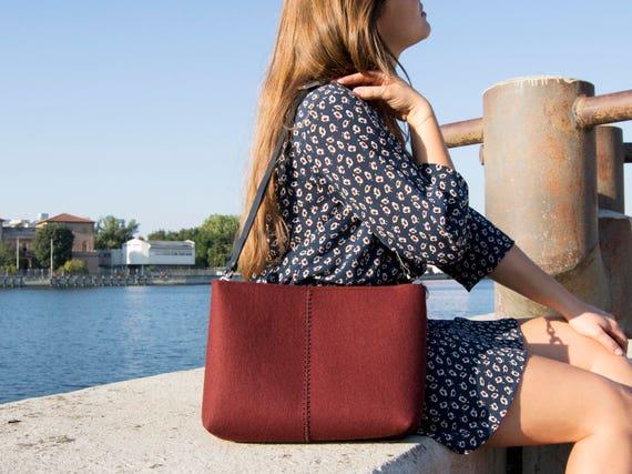 Felt CROSSBODY BAG with leather strap / crossbody purse / small crossbody bag w/ zipper / burgundy felt bag / wool felt / made in Italy