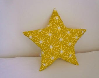 Star in yellow cotton cushion / white graphic