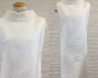 1960s Crisp White Lace-Trimmed Shift Dress, size M