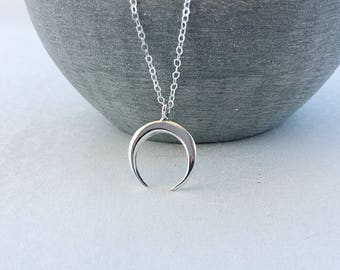 Horn Necklace in Sterling Silver, Silver Double Horn Jewellery, Crescent Moon Pendant Necklace, Modern Boho Moon Necklace