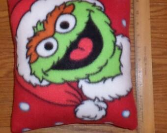 New Sesame Street  - Christmas * Oscar The Grouch * Small Decorative Fleece Pillow