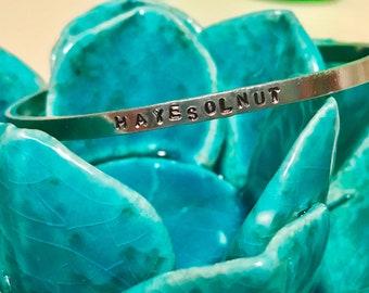 Hayesolnut cuff