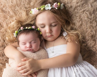 The Emmy & Livy sister Flower Halo