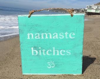 Namaste chiennes bois signe / Yoga Decor / Bohème Decor / Bohème Art mural / Gypsy décor / Hippie Decor / Wall Decor / Art mural
