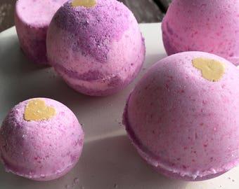 Heart of Gold Bath Bomb, Pink bath bomb