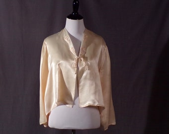 Vintage 1940s Bed Jacket - Late 1940s Early 1950s - Peach Satin Bed Jacket - Pin Up - Lingerie