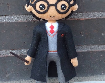 PDF tutorial to make a felt doll inspired in Harry Potter.