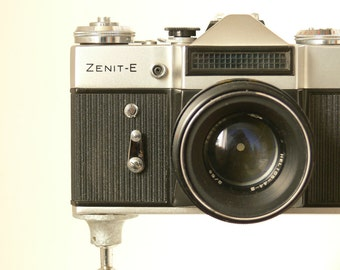 ZENIT - E Vintage Russian 35mm Camera With Helios 58mm Len & Protective Case