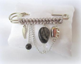 Broche fantaisie idée cadeau noir et gris argenté