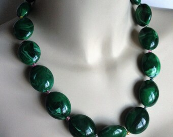Necklace green marbled plastic pebble shaped bead necklace retro design