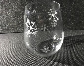 Snowflake hand engraved stemless wine glass