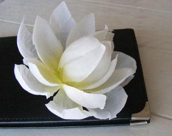 dame de LOTUS blanche - a white one - customizable on bobby pin, barrette, comb or alligator clip