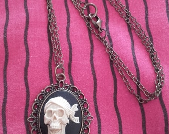Necklace cameo pendant bronze kawaii cabochon Gothic vintage pinup rockabilly skeleton skull black and white pirate skull