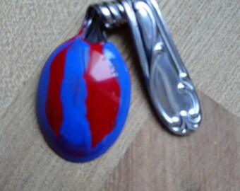 Lacquer finish demitasse spoon pendant.