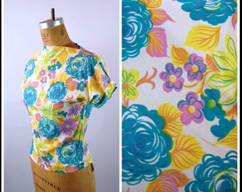 50s Bold Floral Blouse // 36 Bust // Aqua Yellow and Purple // Short Sleeves // High Neck // Late 50s