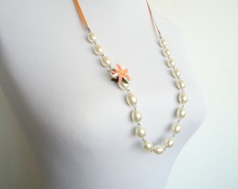 Pearl Necklace with Flowered Needle Lace// Briadal Necklace/  Bridesmaid Pearl Necklace/ Bridal Pearly Necklace/ Bridesmaid Necklace/ Pearl