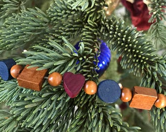 Silvestri Handcrafted Heart Bead Square Wood Garland
