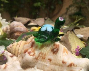 GLASS TURTLE FIGURE