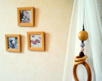 Rattle Montessori, hanging on the carpet of awakening.