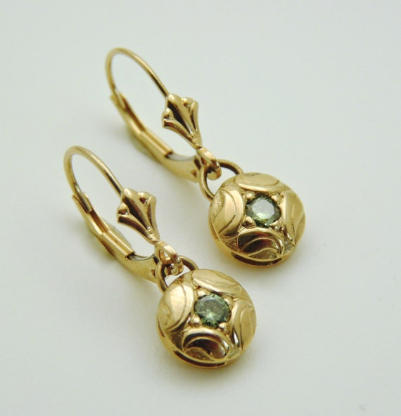 l earrings us studded green stone product