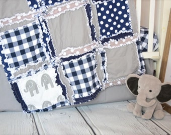 Lit de bébé éléphant Set - bleu marine / gris lit literie - literie ensembles - Plaid Safari chambre de bébé - crèche - crèche taille Rag Quilt, feuille, jupe, tour de lit de bébé