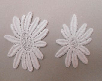 2 white flowers lace for your creations