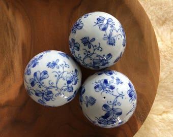 Chinoiserie blue and white ceramic decorative balls