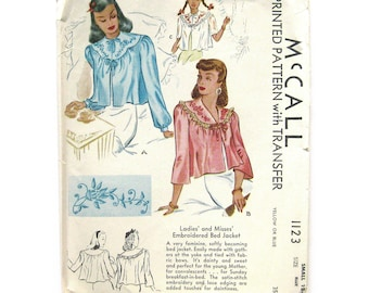 1940s Vintage Sewing Pattern / Bed Jacket Pattern / McCall 1123 Embroidery Transfer / Vintage Lingerie / War Era / Hollywood Glamour / UNCUT