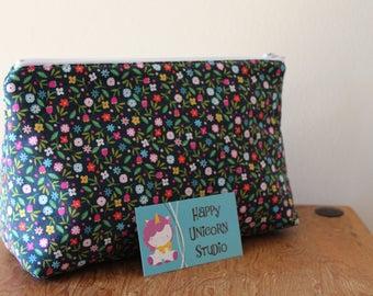 Toiletry Bag// Make-Up Bag// Cosmetic Bag// Fabric Toiletry Bag// Fabric Make-Up Bag// Handcrafted// Flower// Flowers// Polka Dots