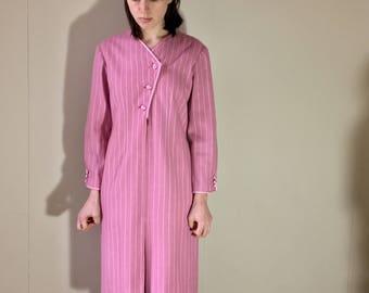 Vintage 80s pink pinstriped padded shoulder military new wave  shift midi dress. Size 8/10 UK