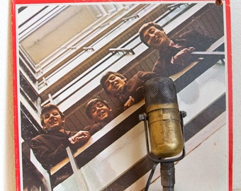 "The Beatles Vinyl Record Album ""The Beatles / 1962-1966"" (Original 1973 Apple Label  w/lyric inner sleeves & Insert)"