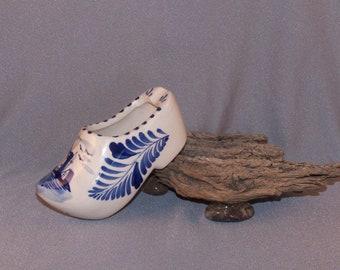 Delft Blue Ceramic Clog Shoe // Made in Holland // Delfts Blauw Design // Hand Painted // Cigarette Ashtray // Vintage