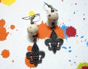 Pewter and White Spotted Fleur Di Lis Earrings (2409)