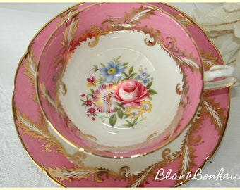 Paragon, England: Pink tea cup & saucer with bouquet of flowers