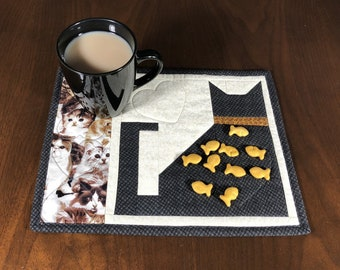 Quilted Snack Mat, Black Cat Mug Rug, Mini Placemat, Handmade Luncheon Mat, Mini Quilt, Quilted Mugrug, Gift for Cat Lover, Mouse Pad