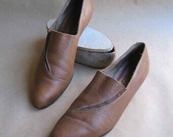 1980's Brown Textured Leather Shoes Elastic Gore Inset