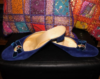 Into the Blue-60s Royal Blue Velvet Slip-On Mule Kitten Heel Pumps with Ceramic Brooch Centre