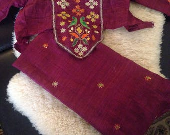 VINTAGE EMBROIDERED SARi and TOp
