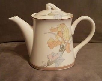 "Noritake Porcelain Teapot ""New Decade"""