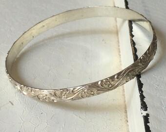 SALE Vintage Sterling Silver Floral Bangle Bracelet. Bangle Bracelet. Sterling Silver Bracelet. Art Deco Bracelet. Floral Leaf Design