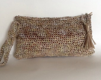 Hand bag made in natural raffia
